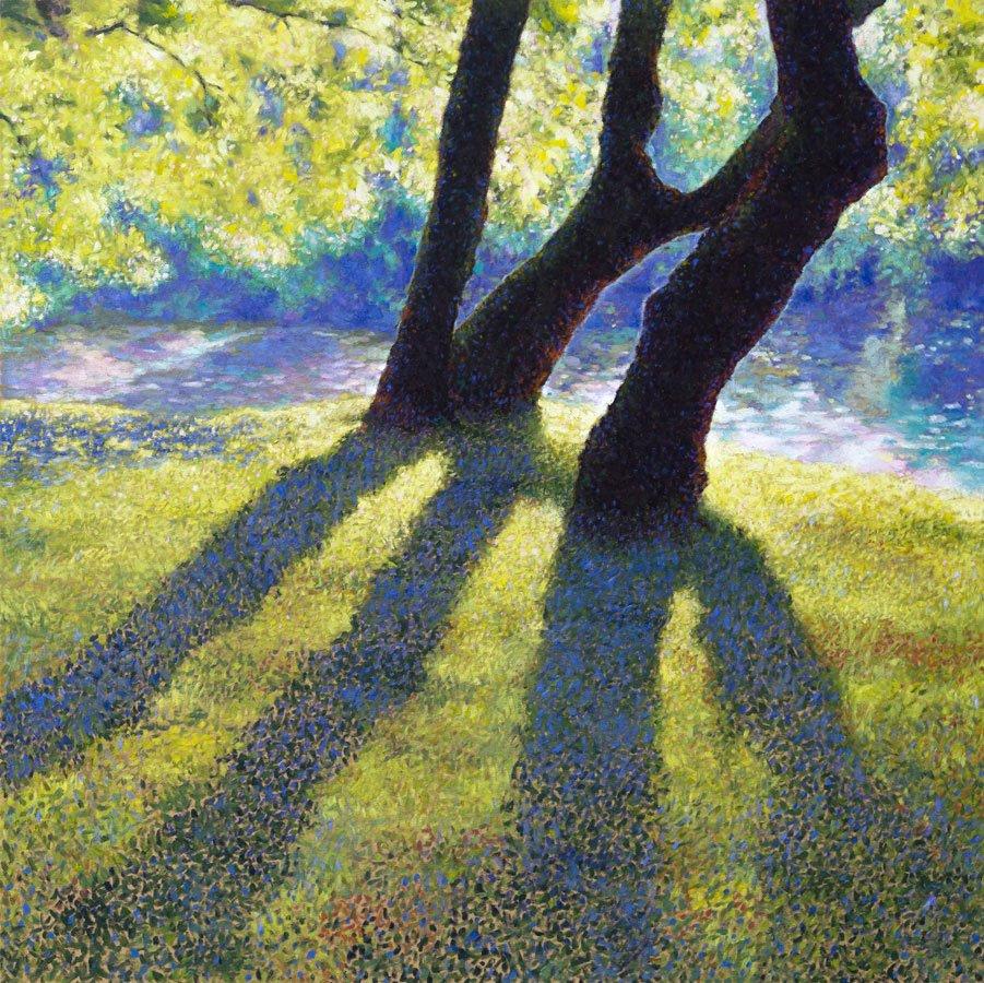 Un gruppo di alberi in riva allo stagno ripresi in una giornata inondata di luce. Un dipinto eseguito con la tecnica tipica del Divisionismo.