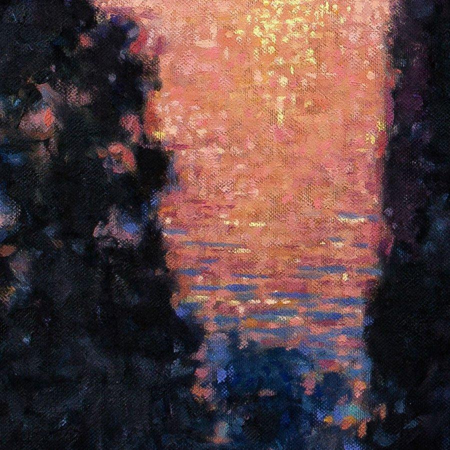 Alba sul lago di Garda, particolare dei riflessi dell'acqua vicino alla riva